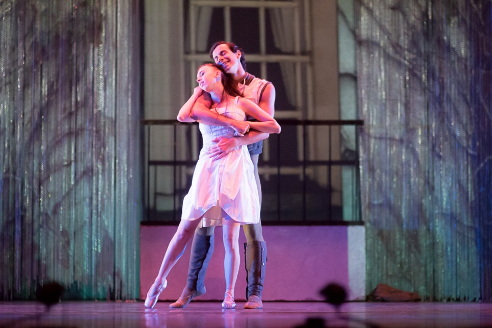 Image of two ballet dancers on stage